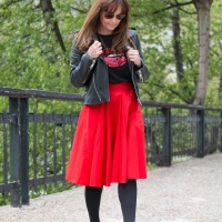 Look con falda roja